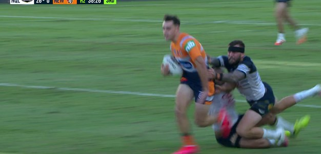 Watch: Hoy through the middle scores first NRL try